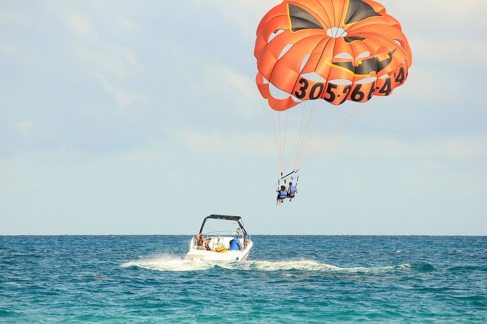 parasailing-347350_960_720